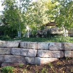 Outcropping stone retaining wall
